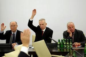 Prezent PiS pod choinkę: atrapa Trybunału Konstytucyjnego