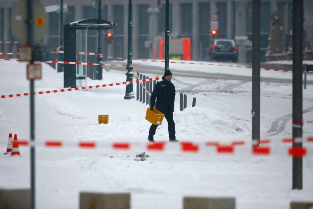 Podejrzana przesy�ka pod biurem Angeli Merkel