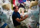 """Astronauci wyjd� w przestrze� kosmiczn� naprawi� """"wielk� lod�wk�"""". W ISS popsu� si� system ch�odzenia"""