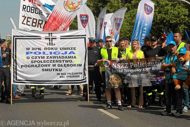 Mundurowi: Chcemy podwyżek, bo nie możemy utrzymać rodzin