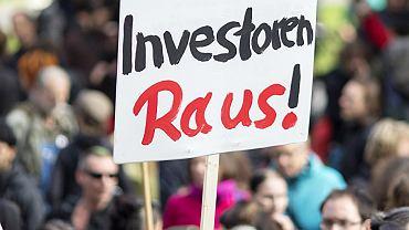 To nasz dom, inwestorzy precz. Jedna z wielu manifestacji w Berlinie przeciwko rosnącemu rynkowi nieruchomości, który na potęgę gentryfikuje niemieckie miasta