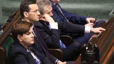 Premier Szydło i ministrowie przysłuchują się expose szefa MSZ