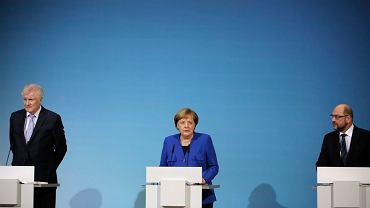 Premier Bawarii Horst Seehofer, kanclerz Angela Merkel i szef CDU Martin Schulz obwieszczają rezultat rozmów w sprawie utworzenia wielkiej koalicji. Berlin, 12 stycznia 2018 r.