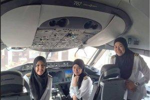Historia jednej fotografii: samolot do kraju, w którym kobiety nie mogą nawet prowadzić samochodu był pilotowany przez... trzy kobiety