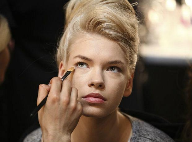 Kolor oczu a makija� - jakie cienie wybra�, by pasowa�y do twojej urody?