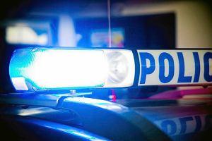 Ojciec przeżył, 17-letni syn wypadł z auta i zginął