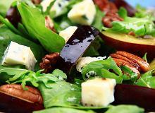 Sałatka z niebieskim serem i śliwkami - ugotuj