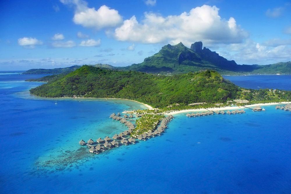 Bora Bora Polinezja Francuska. Kierunek znakomity na romantyczn� wycieczk� we dwoje. Daleka Polinezja ma do zaoferowania mn�stwo �wietnych atrakcji dla mi�o�nik�w sport�w wodnych.