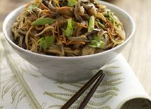 Makaron smażony z bakłażanem i grzybami - ugotuj