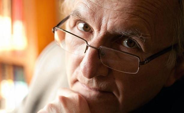 Prof. Janusz Czapi�ski