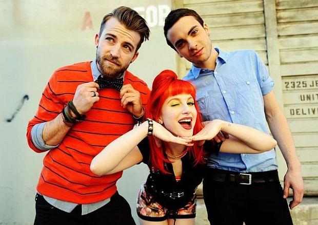 """Kawałek zespołu Paramore """"Misery Business"""" chociaż wśród fanów grupy szybko okazał się wielkim hitem pod adresem wokalistki Hayley Williams padały oskarżenia o to, że piosenka zawiera """"antyfeministyczny: przekaz. Dziś artystka się tłumaczy się z oskarżeń!"""