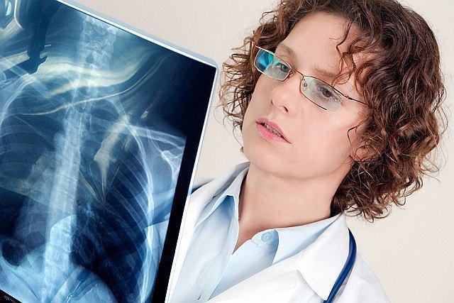 Zapalenie płuc, czy zapalenie mięśnia sercowego należą do najczęstszych powikłań grypy