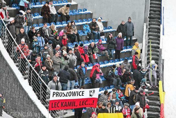 Kibice na skoczni w Wiśle (Fot. Bartlomiej Barczyk / Agencja Gazeta)