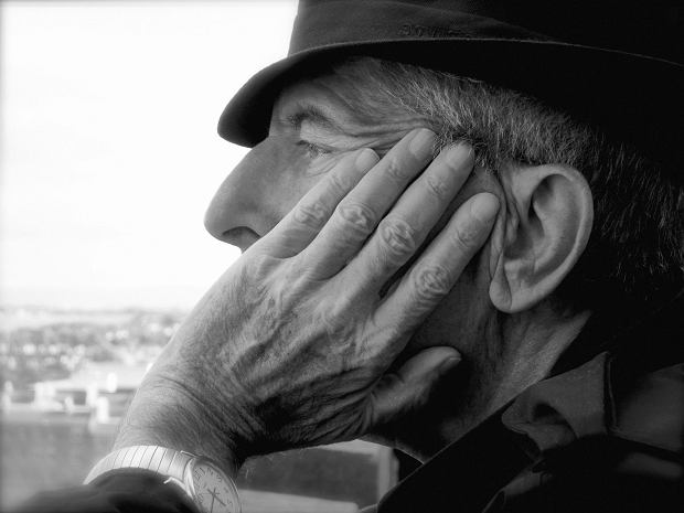 W obliczu ostatnich ?pożegnań na wieczność? z kilkoma znaczącymi osobistościami muzyki popularnej, wielu z nas zaczęło się zastanawiać nad tym kto będzie następny. Na szczęście są wśród muzyków jeszcze tacy, którzy o wieczny odpoczynek wcale nie proszą (żeby wymienić tu chociażby najstarszą, acz nieaktywną zawodowo 99-latkę, Verę Lynn). Co więcej, niektórzy z nich światłość wiekuistą wciąż mogą oglądać ze sceny! Dziś zatem postanowiliśmy przygotować dla was listę wykonawców, którzy Kostusze się nie kłaniają.