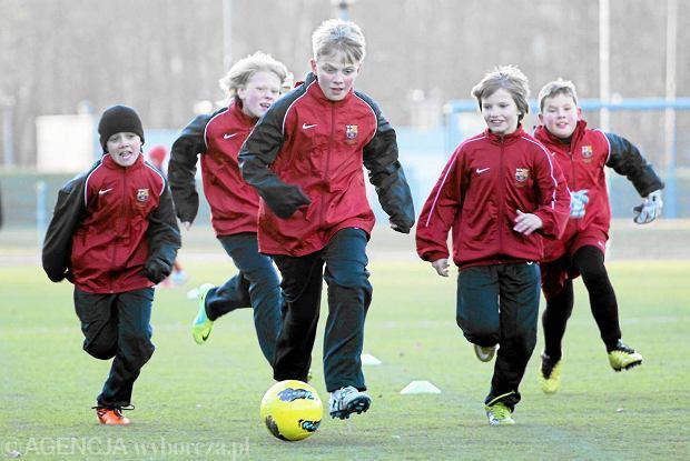 8b1221330 Warszawska szkółka piłkarska FC Barcelona zaczyna szkolić również  dziewczynki. Zaczął się nabór
