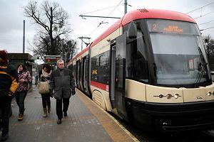 http://bi.gazeta.pl/im/2/11179/z11179512M,Tramwaj-na-przystanku-Opera-Baltycka-w-Gdansku--Linia.jpg