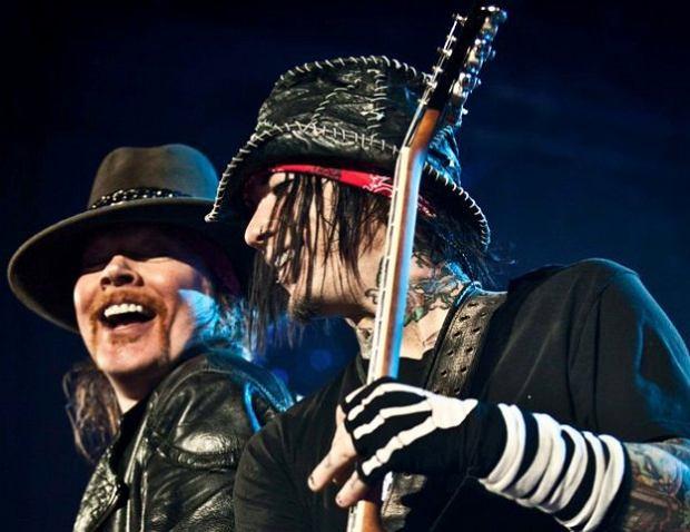 Czterdziestoletni gitarzysta Guns N' Roses - DJ Ashba poprosił o rękę wybrankę swojego serca, którą jest modelka i aktorka Nathalia Henao.