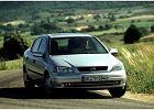 OPEL Astra II Sedan 98-04, rok produkcji 1998, sedan, widok przedni prawy, samoch�d 4-drzwiowy, kolor silver grey