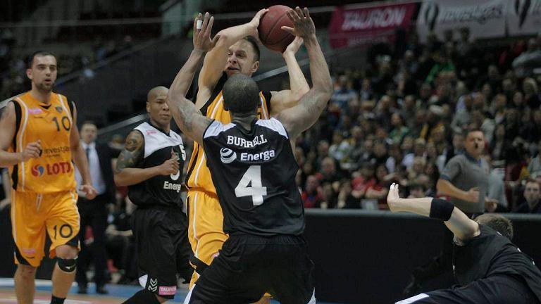 Energa Czarni Słupsk (czarne koszulki) pokonali Trefl Sopot