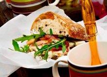 Kanapki z rukol�, indykiem i niebieskim serem - ugotuj