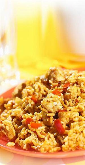 Czerwony ry� z kurczakiem i warzywami