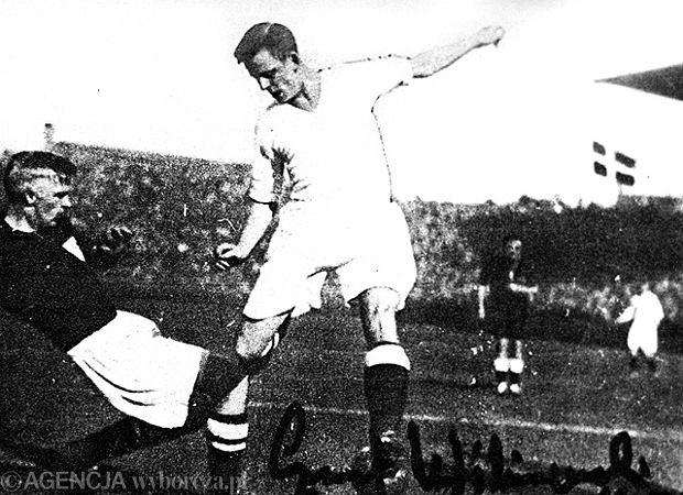Ernest Wilimowski, przedwojenna gwiazda Ruchu, podczas meczu Polski z Danią w 1937 roku