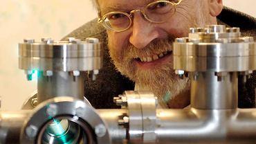 """Prof. Anton Zeilinger. Czy to, co obserwujemy, to przejaw rzeczywistości, jaka istnieje niezależnie od naszych obserwacji? Fizyka kwantowa odradza takie myślenie. To właśnie jej filozoficzny aspekt najbardziej mnie pasjonuje - mówi """"Gazecie"""" prof. Anton Zeilinger z Uniwersytetu Wiedeńskiego"""