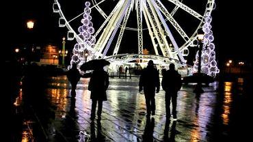 Świąteczna dekoracja na placu Concorde