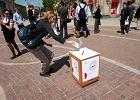 Traf do urny wyborczej, bo ta ucieka