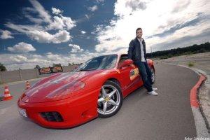 Uwaga! Conrado Moreno w Ferrari