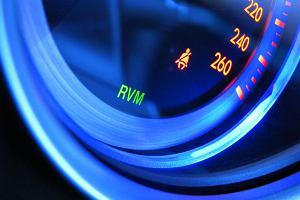 Dzisiaj w przeciętnym samochodzie stosuje się około 3 km kabli. Do czego dążymy w ewolucji z mechaniki do elektroniki?