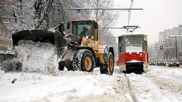 Odśnieżanie torowiska tramwajowego w Częstochowie