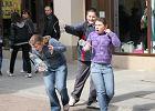 Opolskie: 15 latka w szpitalu, chcia�a omin�� oblewaj�cych wod�