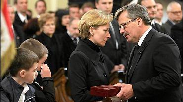 Marszałek Sejmu Bronisław Komorowski składa kondolencje żonie tragicznie zmarłego prezesa NBP