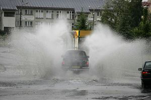 IMiGW: Nadchodz� gwa�towne burze i deszcze, spadnie nawet 40 litr�w wody na metr kwadratowy