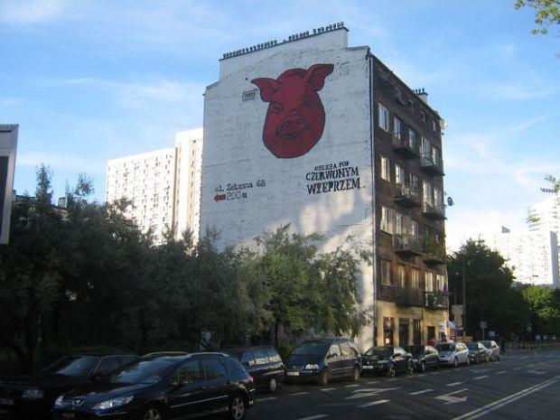 Kamienica przy Grzybowskiej z nową reklamą restauracji