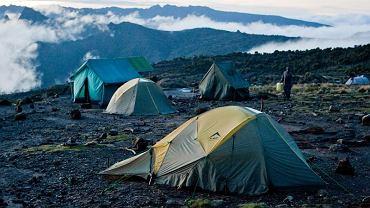 Trasa Machame na Kilimanjaro - widowiskowo położony biwak w Shira Camp na wysokości około 3850 m n.p.m.