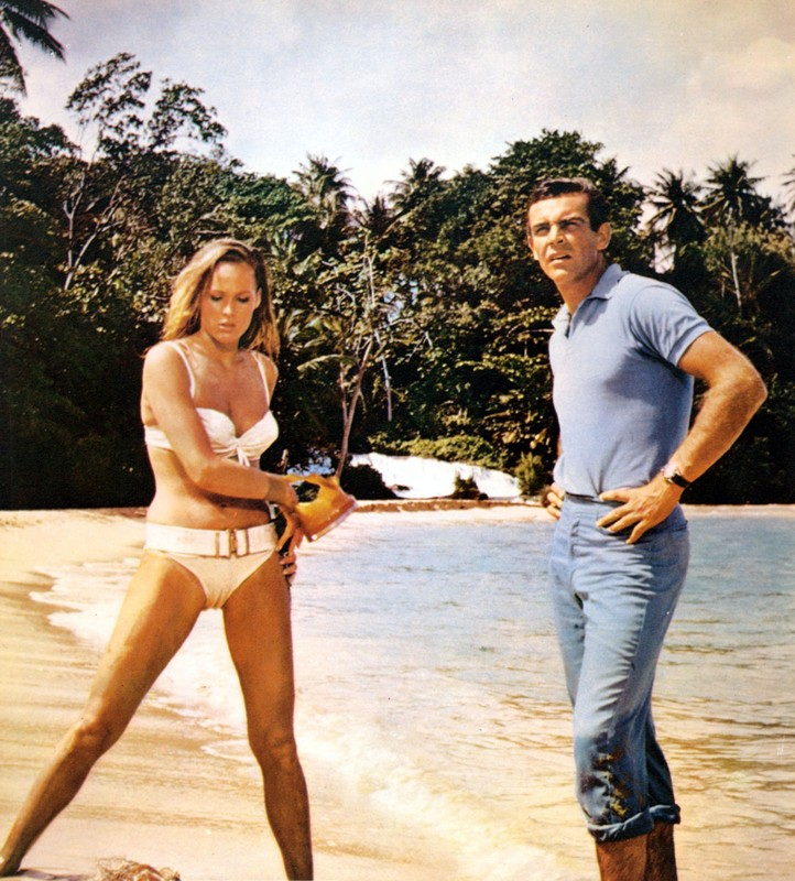 DR NO [BR 1962]  URSULA ANDRESS as Honey Ryder, SEAN CONNERY      Date: 1962
