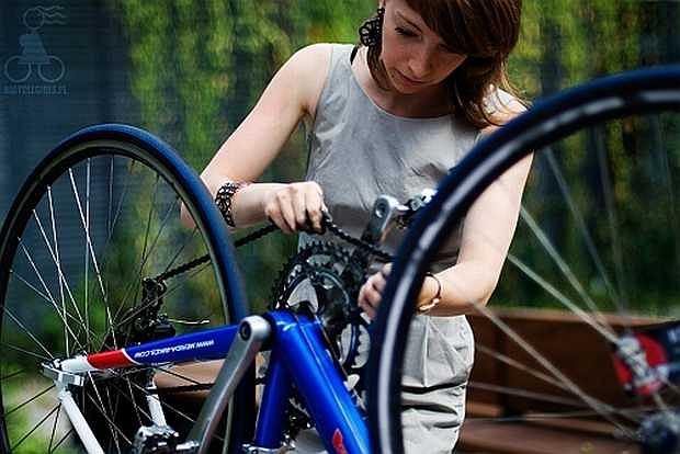 Bicyclegirls.pl: Gosia zakłada łańcuch