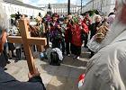 Hańba rządu, czy oczyszczenie atmosfery - komentarze po przeniesieniu krzyża