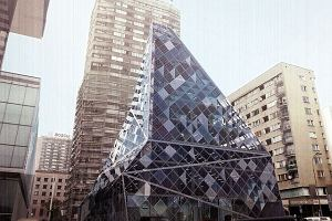 Jest zgoda na szklan� piramid� na miejscu kina Relax