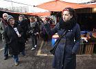 Wycieczkę po bazarze Banacha oprowadziła znana pisarka