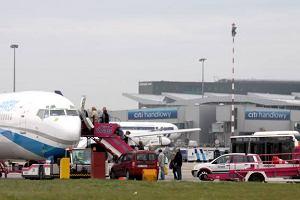 Masz dość czekania na lotnisku? Okęcie wprowadza nowe rozwiązanie Fast Track. Cena to 30 zł
