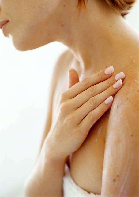Nadwrażliwa skóra, czyli jak sobie radzić z atopią