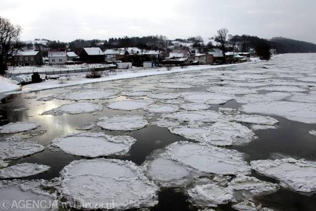 Odra w okolicach Krajnika 26 grudnia, gdy zala�o miasteczka na Pomorzu Zachodnim