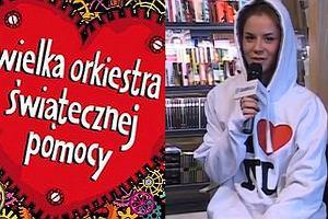 Natalia Lesz przekazuje unikalną bluzę na aukcje na rzecz WOŚP