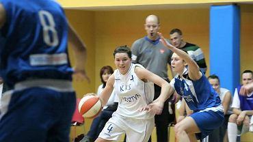Karina Różyńska (z piłką)