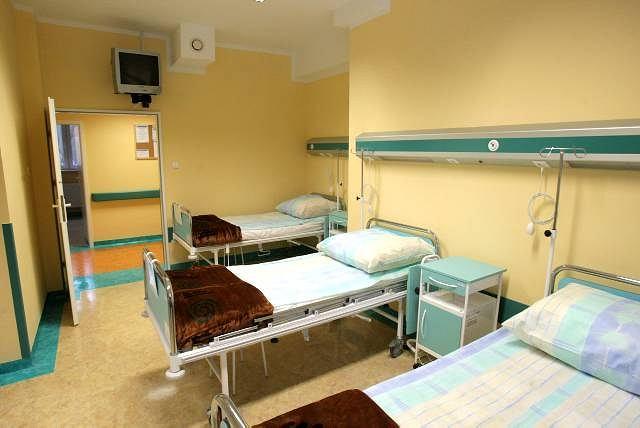 Sala chorych na oddziale diagnostyczno-terapeutycznym gruźlicy prątkującej szpitala płucnego przy. ul. Jagiellońskiej