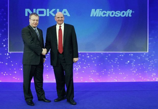 Nokia chief executive Stephen Elop (L) welcomes Microsoft chief executive Steve Ballmer with a handshake at a Nokia event in London February 11, 2011. Nokia and Microsoft teamed up to build an iPhone killer on Friday in a desperate attempt to take on Google and Apple in the fast-growing smartphone market. REUTERS/Luke MacGregor (BRITAIN - Tags: BUSINESS SCI TECH IMAGES OF THE DAY)