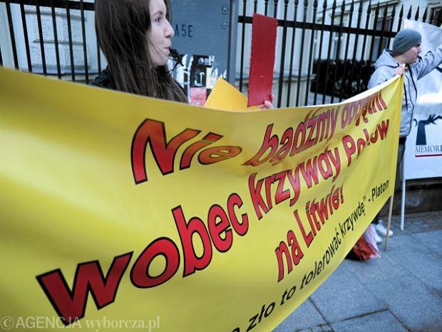 Protest przeciwko dyskryminacji Polak�w na Litwie, Warszawa, 11 marca